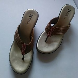 White Mountain wedges w web straps + bling-sz 6